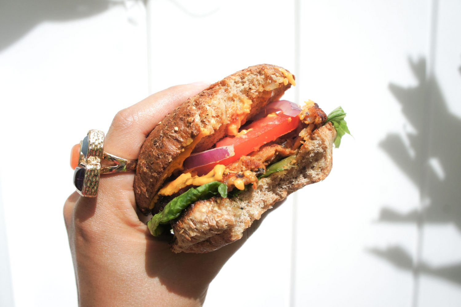 Looking for meatless tailgating options? Look no more! This yummy veggie burger is the perfect solution... So yums that even your meat eaters friend will love it. Check my complete recipe and enjoy!Looking for meatless ta