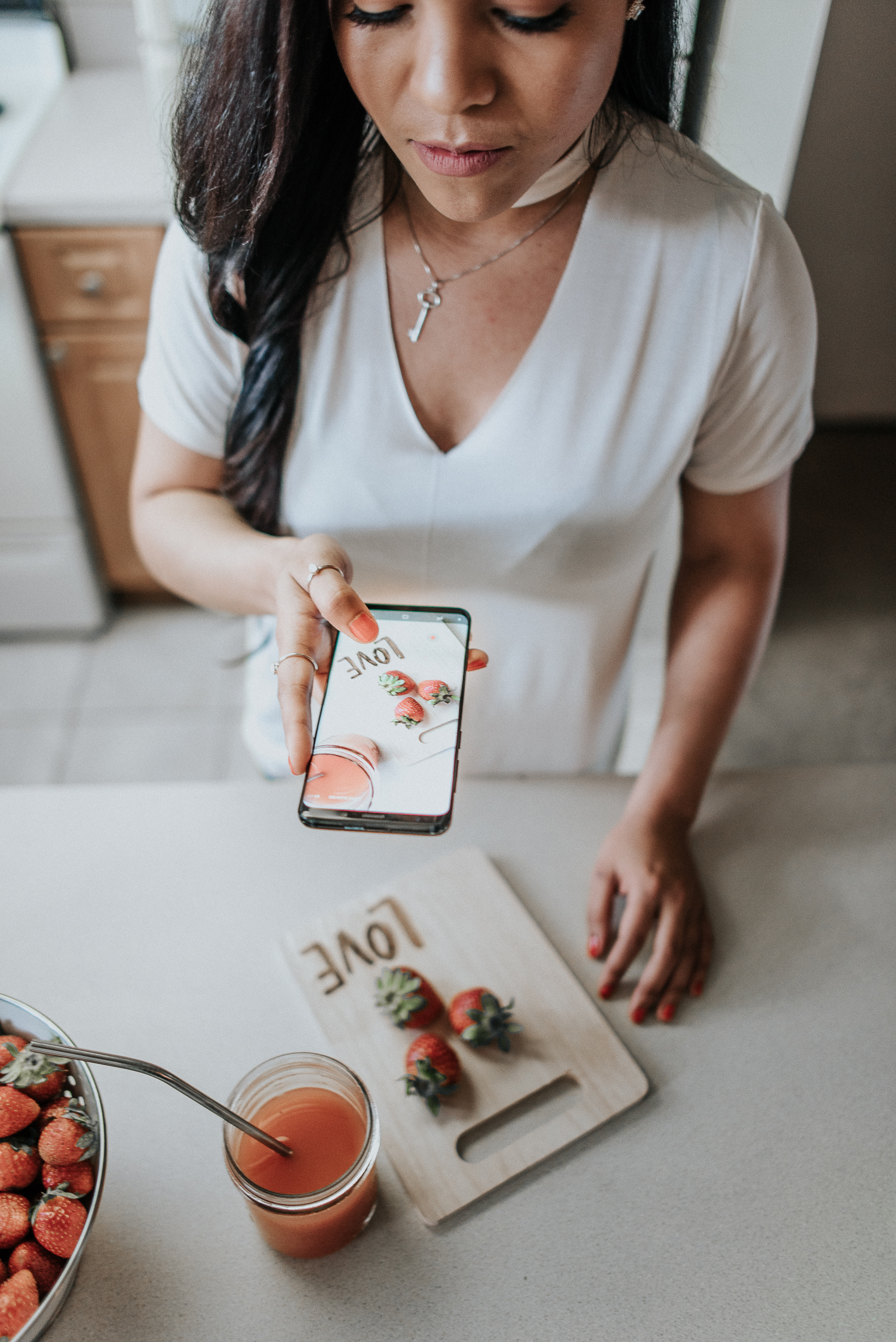 Making beautiful pictures and videos is a MUST for me. Beautiful pictures motivate you to try my recipes and follow my healthy tips. Come behind the scenes as I share my secret to create amazing content!
