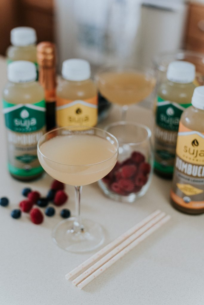 Who's down for some guilt-free mimosas??? Let's enjoy this yummy mimosa all summer long! Made it using kombucha instead of regular juice... Who said you can't have a few drinks and stay on your wellness goals at the same time? Cheers!