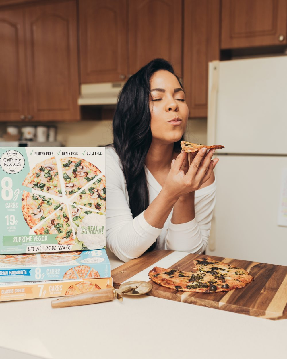 Looking for a healthy pizza option that's low carb, grain-free and gluten-free? I got you! This cauliflower pizza is my obsession, and I wanted to share it with you!
